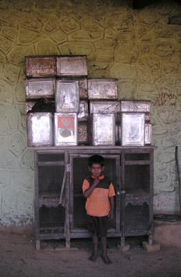 boy_with_tin_containers_21_jan_04.jpg