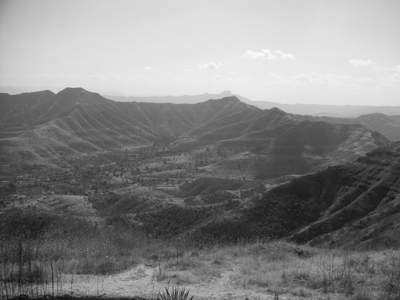bw_view_from_atop_ft_singhagad_21_jan_04.jpg