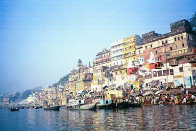 crowded_ghat_from_left3_14_mar.jpg
