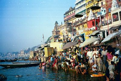 crowded_ghat_fropm_right_214_mar.jpg