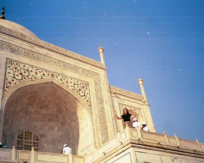 e_from_afar_with_top_of_taj_10_mar.jpg