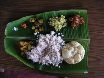keralan_lunch_on_a_banana_leaf_1_may