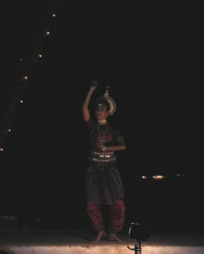 justine_dancing_10_feb_04.jpg