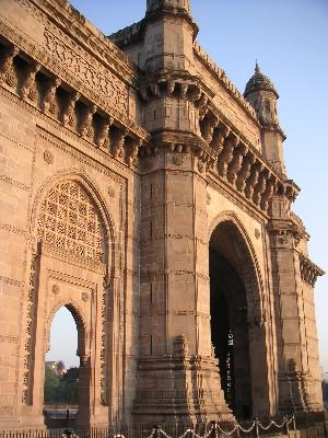 morning_sun_on_gateway_of_india_28_dec_03.JPG