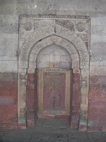 mosque_by_isa_khans_tomb_22_oct_2003.JPG
