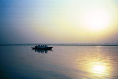 single_boat_in_sunrise_14_mar.jpg