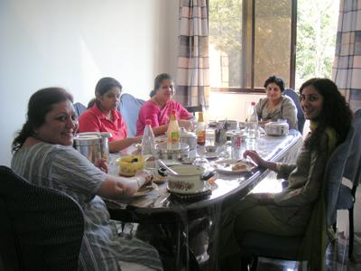 the_women_eating_lunch_22_jan_04.jpg