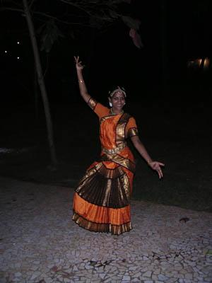vani_in_dance_attire_10_feb_04.jpg